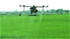 """Mô hình """"Ruộng nhà mình"""": nông dân phun thuốc bằng máy bay"""